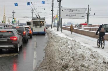 Жилком: причина плохой уборки— безответственность петербуржцев