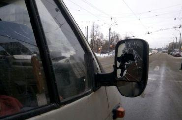 Водитель автобуса устроил погоню заподрезавшей его легковушкой