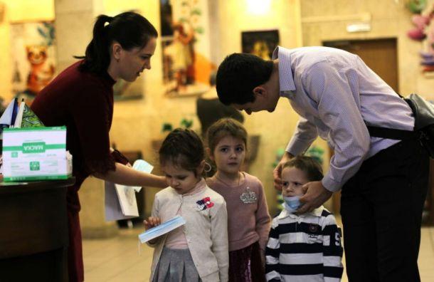 Петербургские театры стали выдавать посетителям медицинские маски