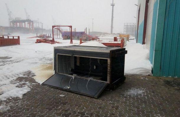 Биотуалет впорту Бронка стал жертвой шторма