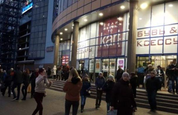 Торговые центры Петербурга «минировали» звонками сУкраины