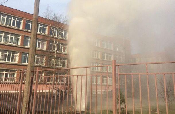 Трубу скипятком прорвало наСофийской улице
