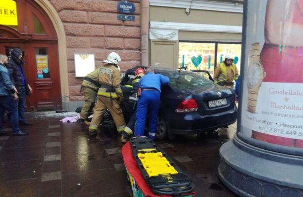 Водитель Volkswagen погиб ваварии наНевском проспекте