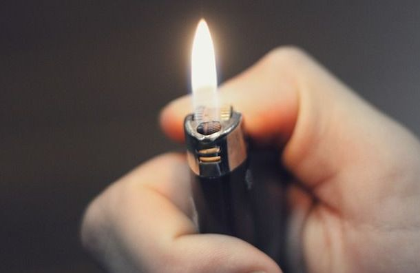 Школьник едва несгорел заживо наОктябрьской набережной
