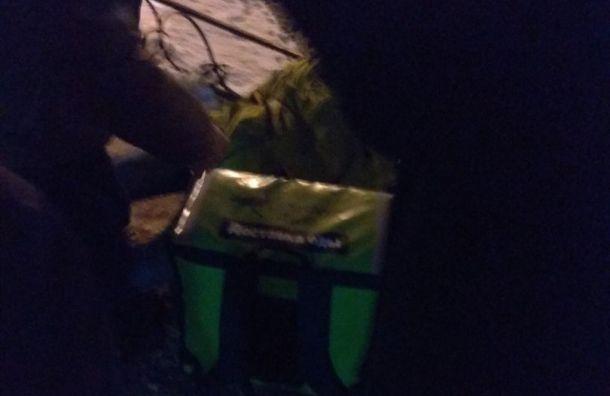 Курьера службы доставки еды зарезали у«Звездной»