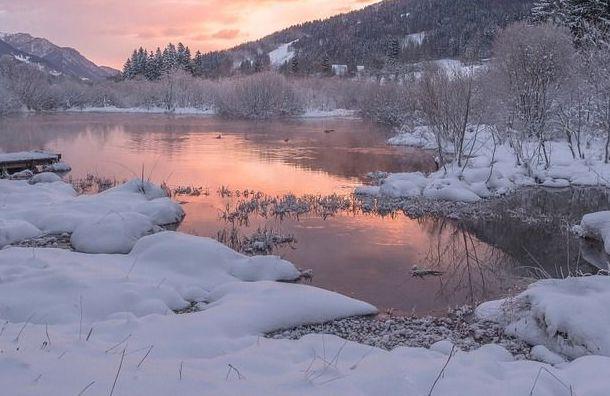 Нареках иозерах Ленобласти начали взрывать лед