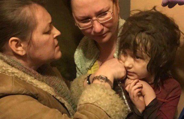 Пятилетнюю девочку-маугли нашли взаваленной мусором квартире вМоскве