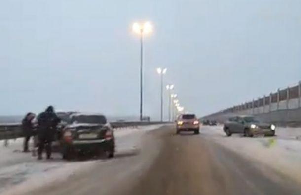 Семь автомобилей сошлись вДТП наКиевском шоссе