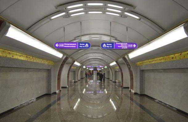Петербургский метрополитен рассказал, как менялся дизайн указателей