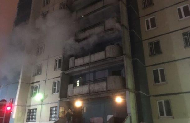 Пожарные потушили общий коридор вдоме наКомендантском
