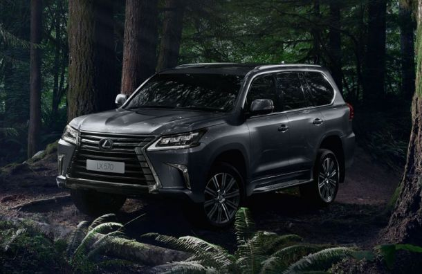 Lexus за7,4 миллиона рублей угнали уресторатора спарковки «О'Кея»