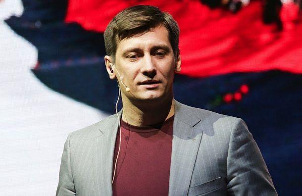 Гудков подал иск кГосдуме из-за закона обоскорблении госсимволов