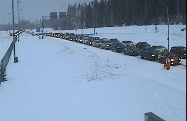 Около 200 машин встали вочередь награнице сФинляндией