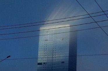 Петербуржцы увидели внебе необычный световой столб