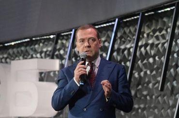 Медведев приостановил объединение Александринки иВолковского театра