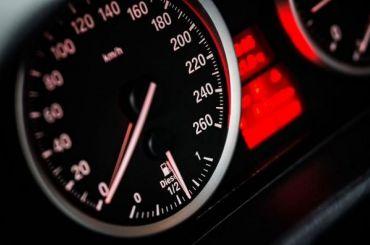 Депутаты ЗакСа предложили ввести штрафы за«скручивание» автопробега