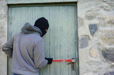 Неизвестные избили предпринимательницу изВыборга иограбили еедом