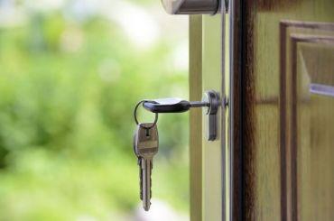 Три проблемных дома достроили вШушарах