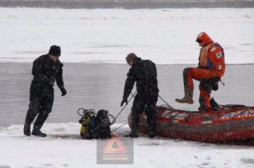 Спасатели пятый день ищут утонувшего вНеве мальчика