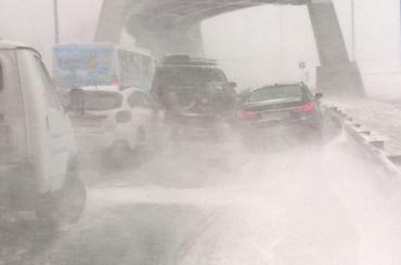Непогода спровоцировала массовое ДТП наПриморском шоссе