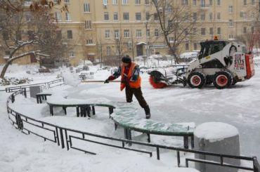 Кто мешает коммунальщикам убирать снег?