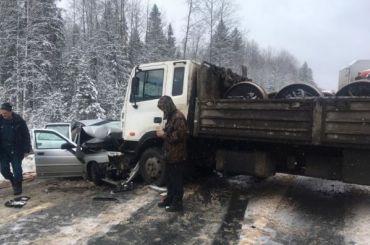 Смертельное ДТП перекрыло движение потрассе Вологда— Тихвин