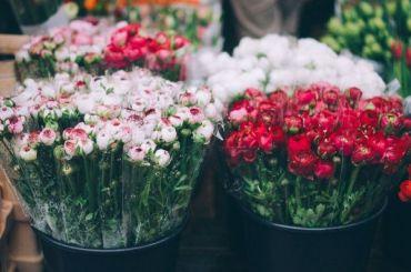Низкорослый мужчина ограбил цветочный магазин вШушарах