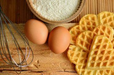 Роскачество рассказало, как правильно выбрать яйца