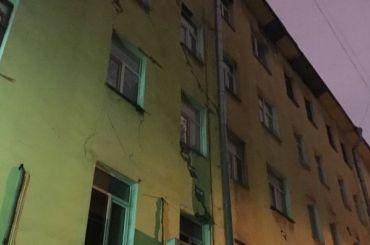 Беглов пообещал расселить аварийные дома доконца года