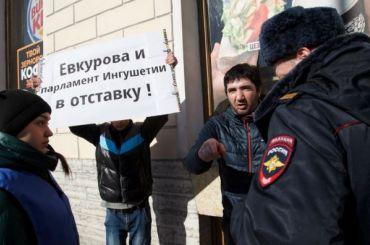 Активисты вышли наНевский сплакатами против главы Ингушетии