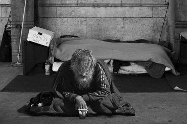 Депутаты ЗакСа намерены помочь бездомным сжильём