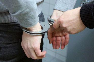 Двух офицеров полиции изПетербурга подозревают вовзяточничестве
