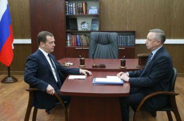 Медведев пообещал помочь Петербургу соткрытием школ идетсадов