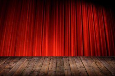 Петербург назван городом России случшими театрами