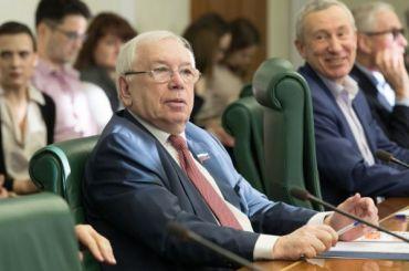 Сенатор Лукин предложил отменить обязательные работы для подростков