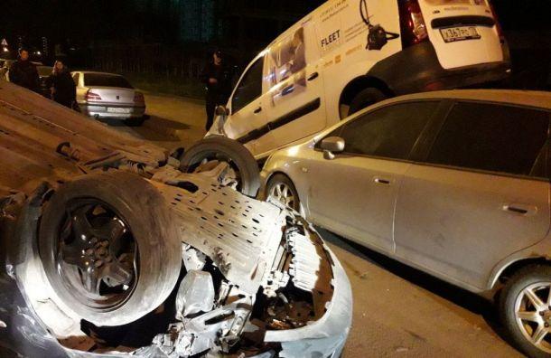 Машина перевернулась вмассовой аварии наРуднева