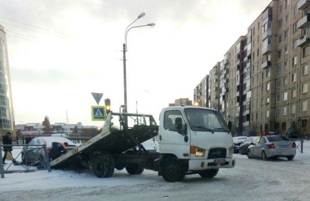 Штрафстоянки Петербурга проверят после нападения наМилонова