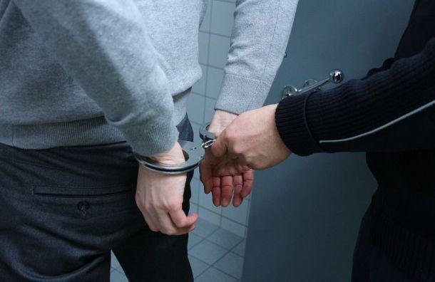Полицейские вПетербурге получили по4 года тюрьмы запытки задержанных