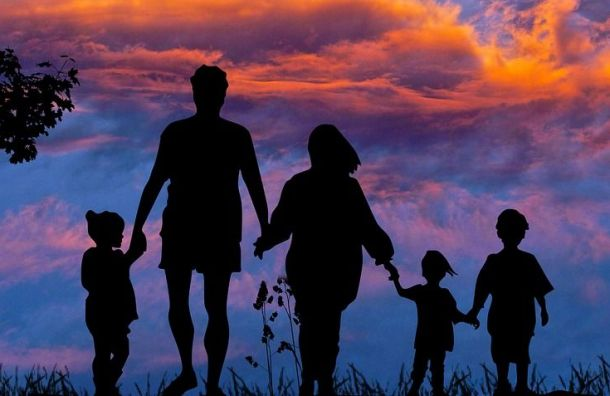 Семьи сдетьми вПетербурге обеспечат новыми мерами поддержки