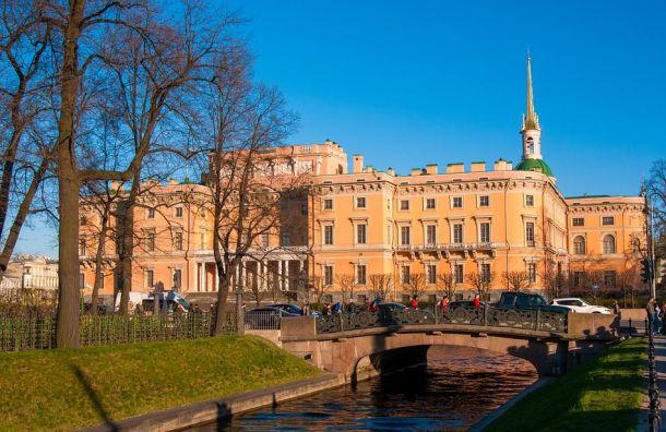 Русский музей: неизвестные непытались похитить скульптуры