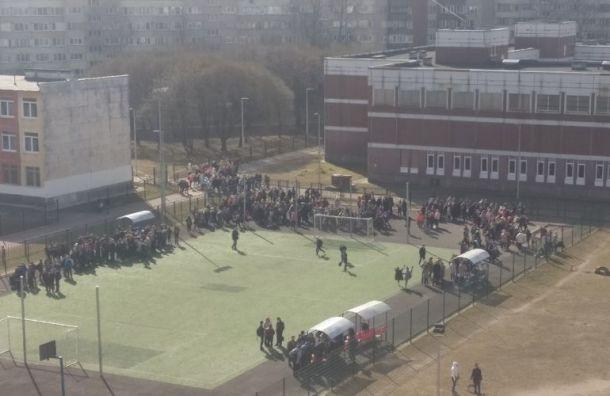 Около 9 тысяч человек эвакуировали 15апреля вПетербурге