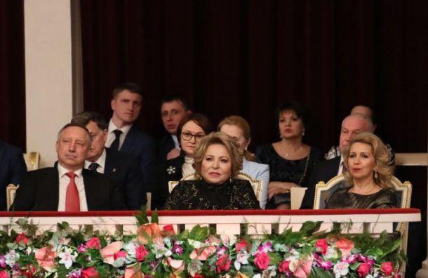 Матвиенко принимает поздравления вПетербурге