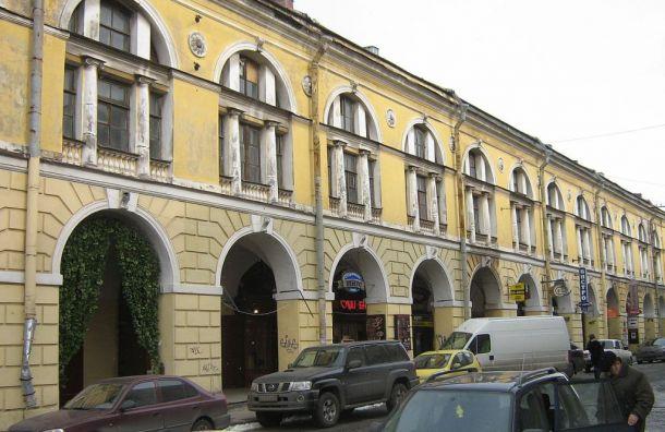Фасад Малого Гостиного Двора начали реставрировать