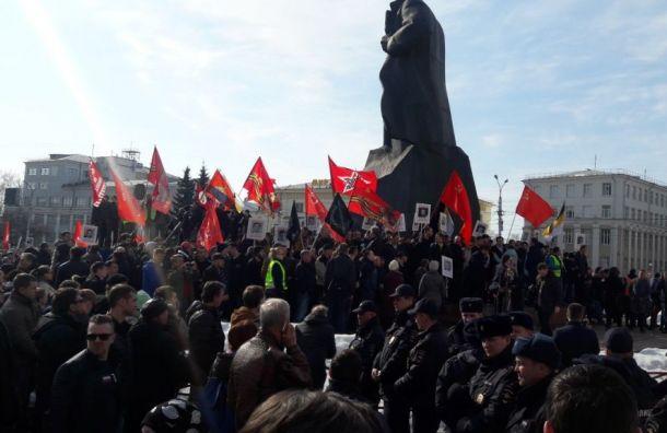 Несанкционированный митинг против свалок проходит вАрхангельске