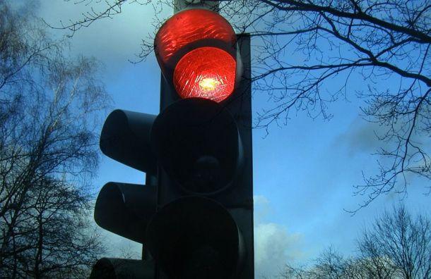 Из-за ремонта светофора ограничат движение вцентре Петербурга