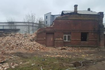 Компания «РЖД» получила штраф заснос здания наулице Шкапина