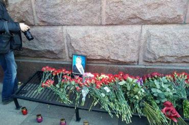 Беглов опоздал навозложение цветов к«Техноложке»
