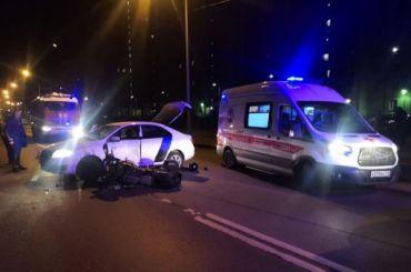 Мотоциклист погиб вДТП скаршеринговым автомобилем наРыбацком