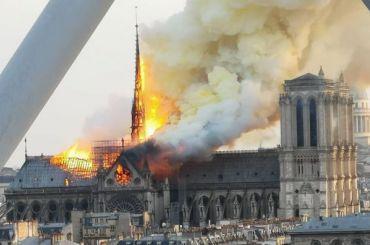 Собор Парижской Богоматери загорелся вПариже