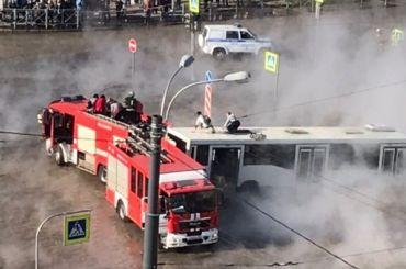 Пассажиры автобуса воФрунзенском районе оказались вплену кипятка